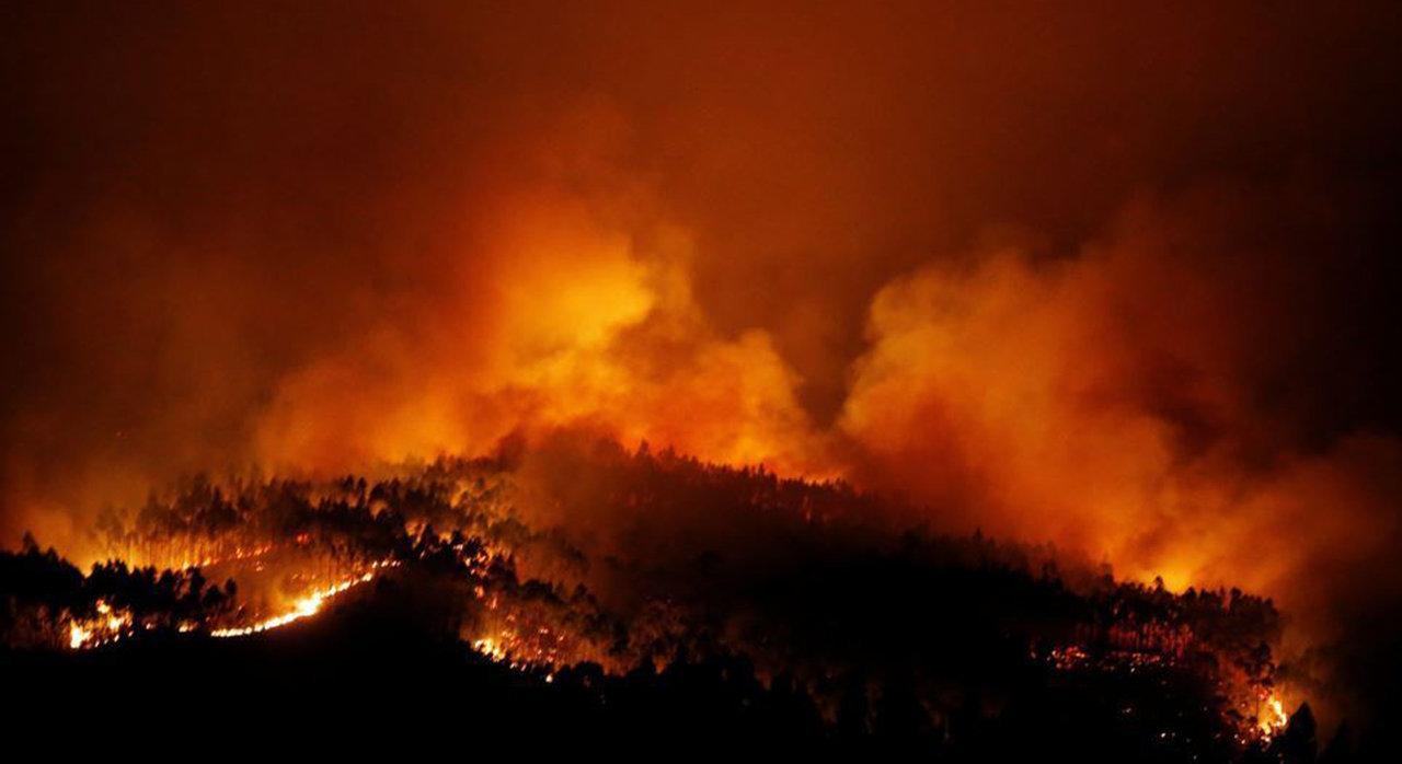 Riesiger Waldbrand in der Nähe von Fatima, Portugal, ruft Bilder der Höllenvision wach